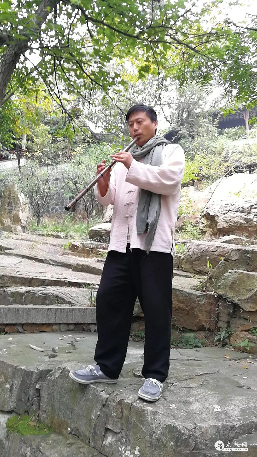 一位学员为大家献上笛子独奏